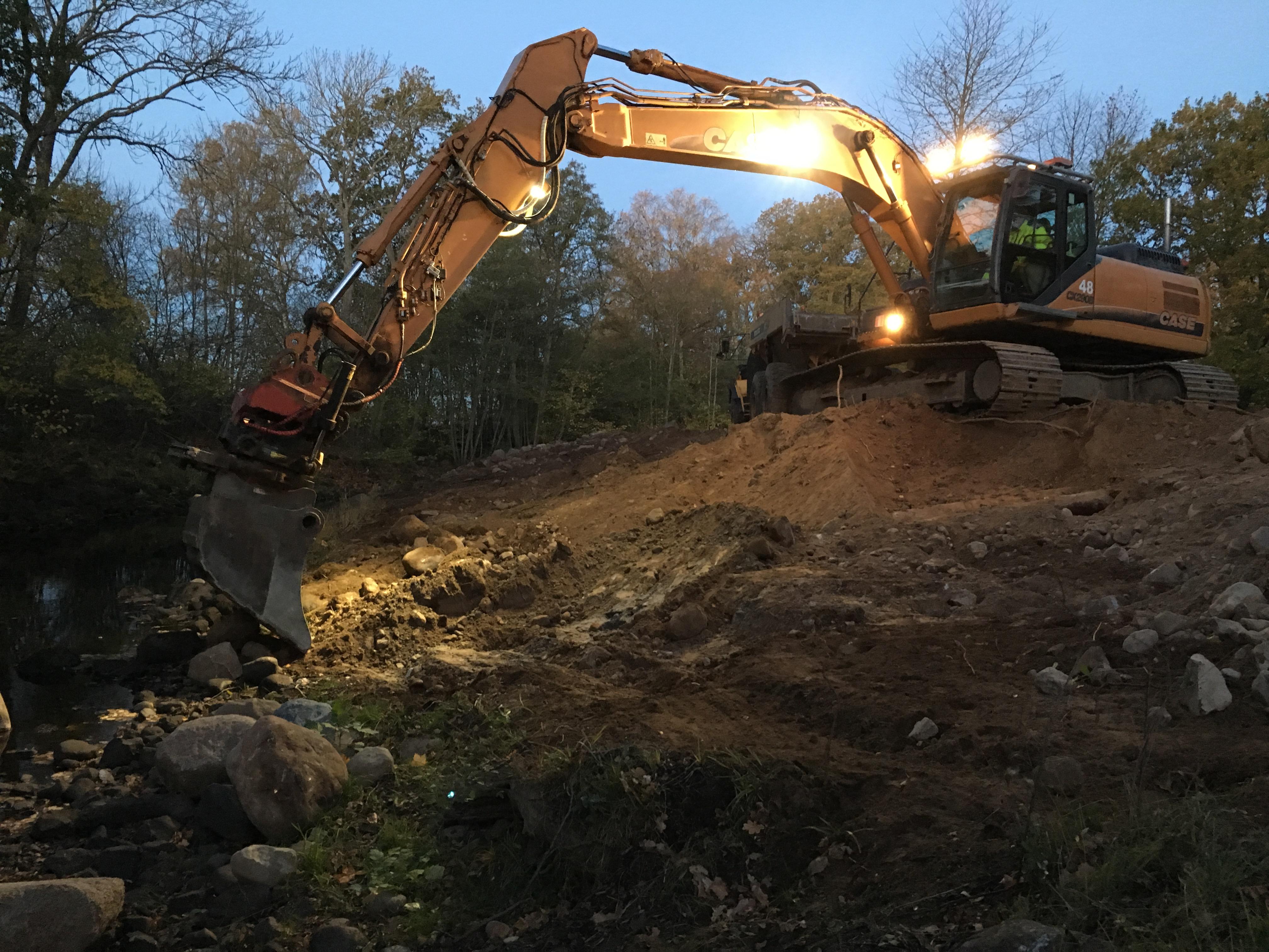 rensningsmassorna grävs försiktigt upp